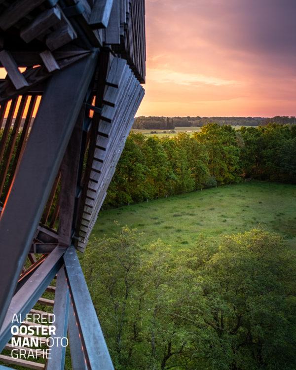In 'het Beeld' in waterbergingsgebied 'de Onlanden' staat een uitkijktoren die een mooi uitzicht geeft over het gebied.