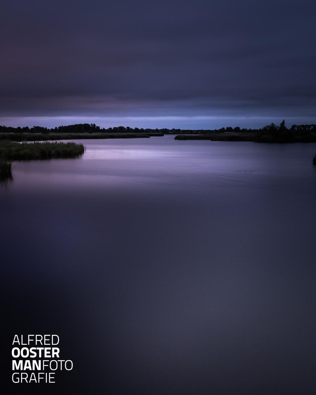 Het begin van de dag fotograferen in de Onlanden. Mooie kleuren en structuren duiken op als je gaat fotograferen met weinig licht.